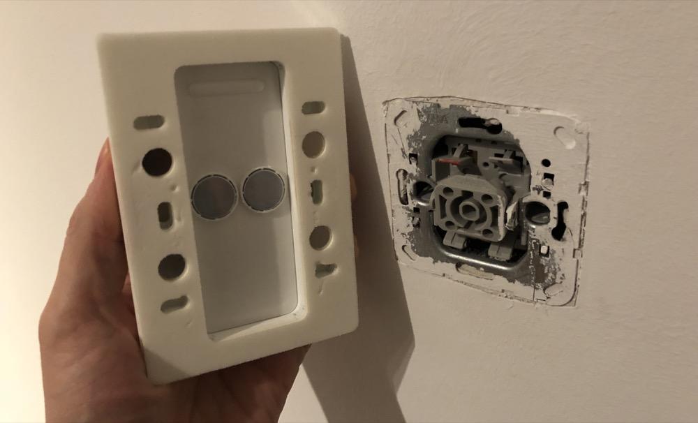 555 schalter ausprobiert so ersetzt ihr den lichtschalter durch den hue dimmschalter. Black Bedroom Furniture Sets. Home Design Ideas
