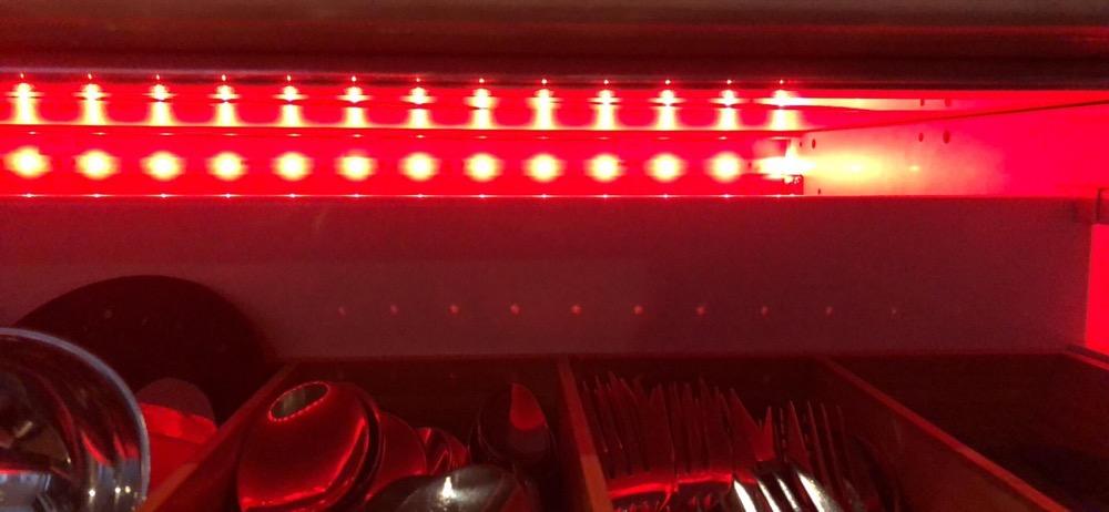 Philips Hue LightStrip Plus in einer Schublade