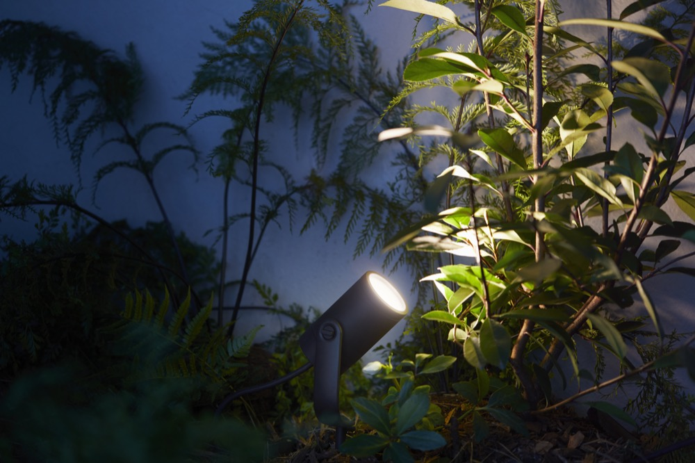 Philips Hue White and Color Ambiance Lily Gartenspot Starter