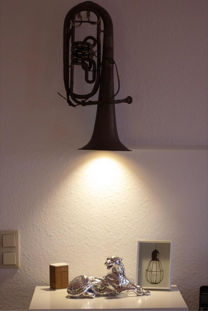 zeig 39 dein hue ungew hnliche licht installation in einer tuba. Black Bedroom Furniture Sets. Home Design Ideas
