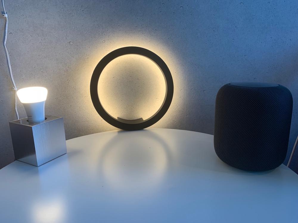 philips hue sana ausgepackt neue wandleuchte mit stecker. Black Bedroom Furniture Sets. Home Design Ideas