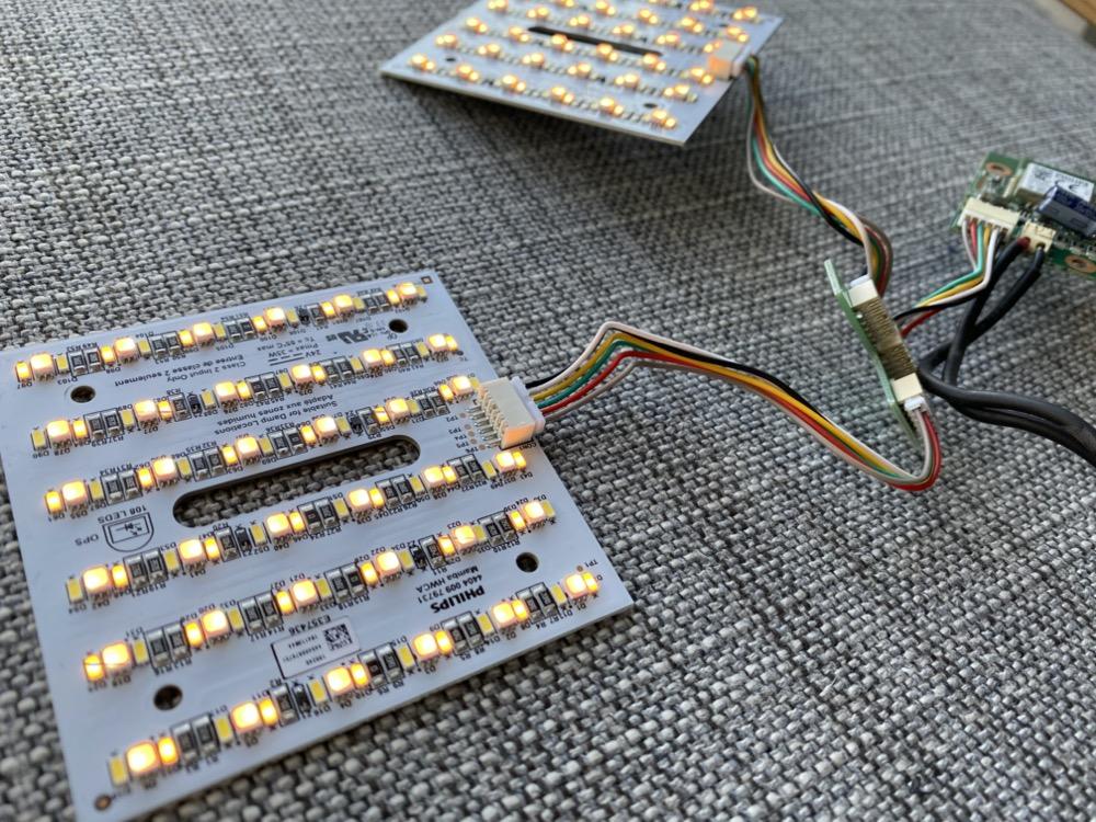 Hueblog: Für Bastler: LED-Module aus einer Philips Hue Leuchte ausgebaut