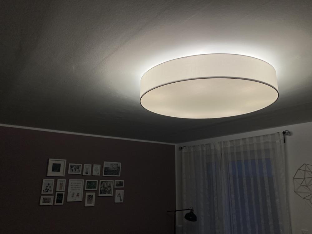 Mit Sieben Hue Lampen Ausgestattet Stoff Deckenleuchte Macht Jedes Wohnzimmer Hell Hueblog De