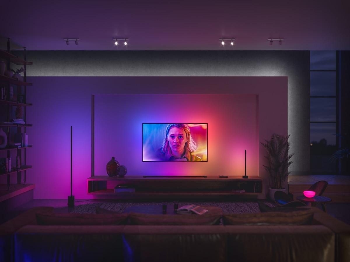 Hueblog: Wie der neue Ambiance Gradient Lightstrip im Entertainment-Bereich platziert wird